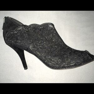 Lace size 9 high heeled shoes